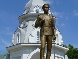 Памятник А.Е. Котомкину
